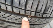 睿骋cc,把车刮了,让4s店出险,为什么手机没有出险信息,另外检查出轮胎扎钉,4s店让去外面补说没有补胎工具,可能吗