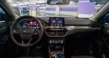 福克斯,新车每次启动上路踩油门哒哒哒响是怎么原因,久了就没了,只要一踩油门就会有哒哒哒异响