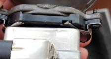 别克君越,2013款2.0T疝气大灯,能不能安装在吉利帝豪百万款上面