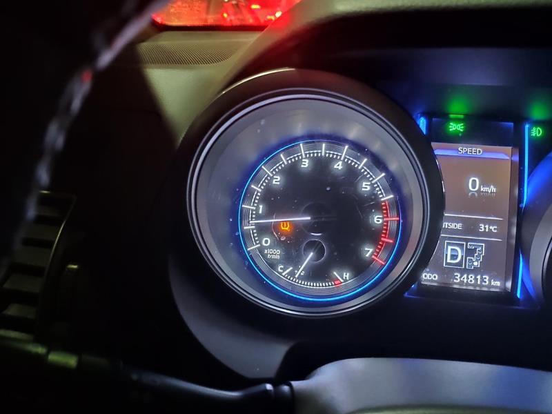 普拉多,我的车,车胎没有问题为什么我的仪表盘上那个缺气标志会亮,车是丰田的霸道