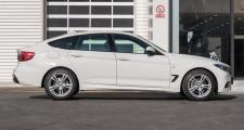 宝马3系gt,右后视镜和车门藕断丝连,没碎,有知道维修要多少钱,宝马GT320时尚版