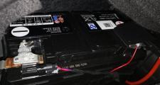 帕萨特phev,知道混动豪华版后备箱左侧这套电池是供哪个系统的
