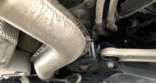 唐DM创领,提车还不到一个月,空调出水的地方在哪里,下图是右前轮后面一点的位置漏水