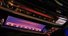 宝马5系,宝马530尊享运动,空调中控漏光,感觉裂了,怎么回事,车才几个月,不到一年